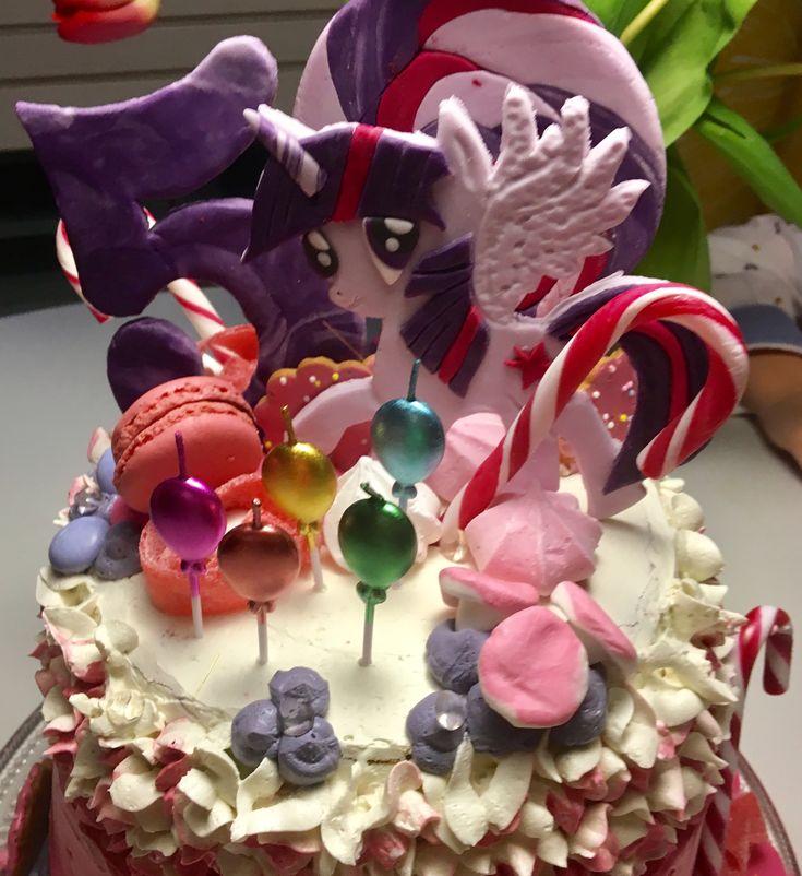 My little pony Twilight Sparkle cake for my 5y old girl ❤️ #twilightsparkle #mylittlepony #birthday #5years #buttercream #överikakku