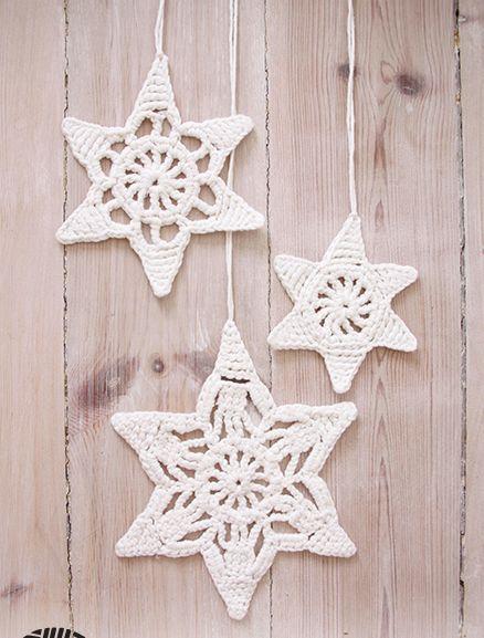 Kijk wat ik gevonden heb op Freubelweb.nl: een gratis haakpatroon van DROPS Design om deze mooie kerststerren te maken https://www.freubelweb.nl/freubel-zelf/gratis-haakpatroon-kerststerren-2/