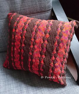 A crochet pillow cover with a playful yet easy pattern. It fits a pillow of approx. 40x40cm.