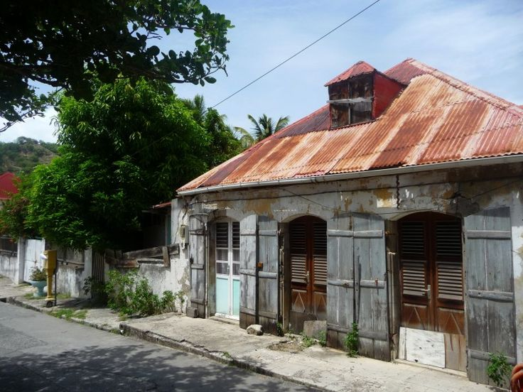 <3 Les couleurs délavées d'antan ont un charme fou! ~Maison de ville. Guadeloupe.