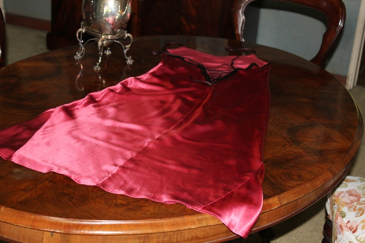 amaranth and red nightie with lovely back laces. 70s pure silk