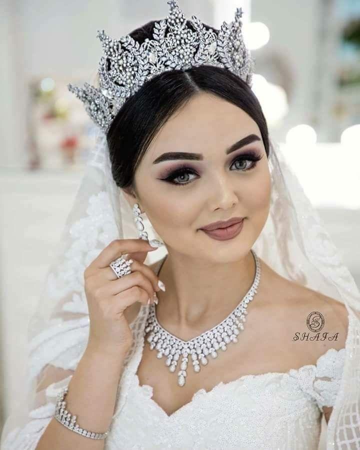 Más inspirador peinados con tocado para boda Fotos de los cortes de pelo de las tendencias - Peinados de novia con corona 👑 / NHG | Wedding hairstyles ...