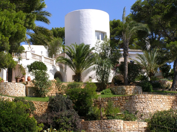 house in Cala d'Or, Mallorca, Spain. actually walked past this house whilst there. stayed very close :P