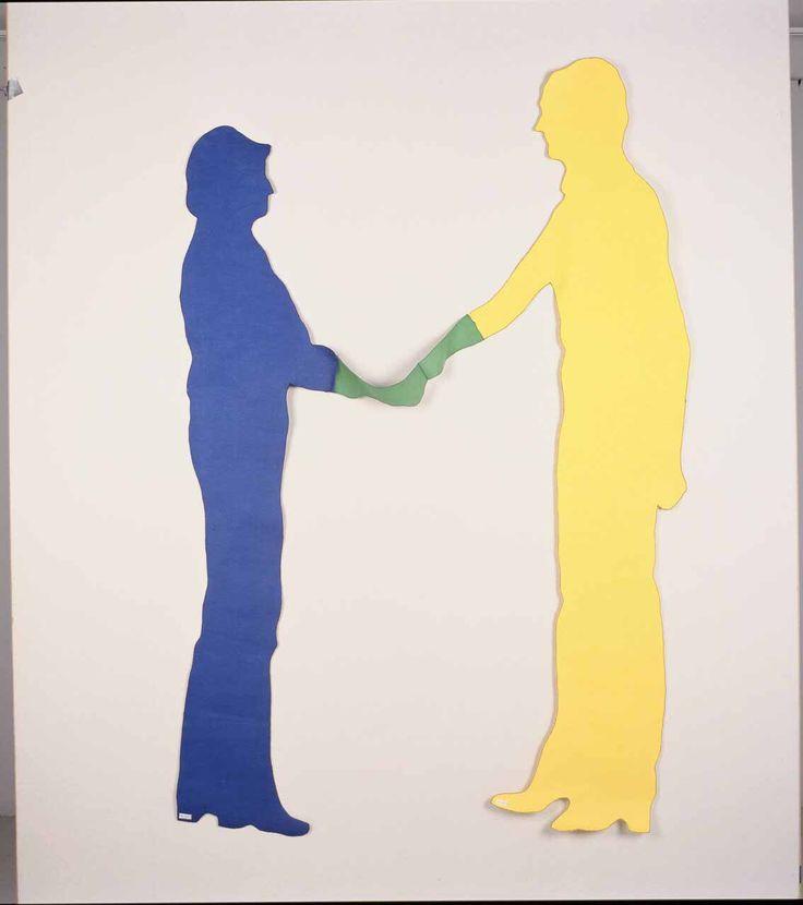'Touching colours'. Wandobject met voorstelling van één geel en één blauw menselijke figuur die elkaar de hand schudden.