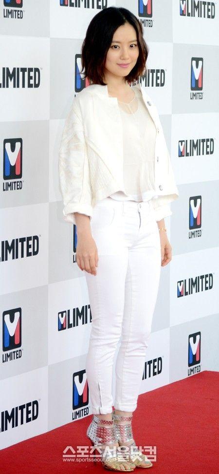 배우 문채원이 21일 서울 홍은동 그랜드힐튼호텔에서 열린 아웃도어 브랜드 엠리미티드(M-Limited)론칭 행사에서 포즈를 취하고 있다…