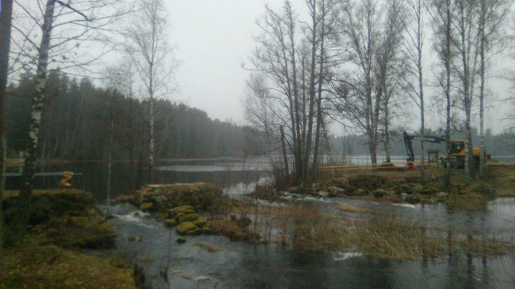 Hier komt een nieuwe brug naar zwemplek Spilhammar Här kommer en ny bro till badplats Spilhammar