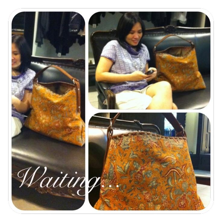 Waiting... with three countries batik bag [Tiga Negeri Batik - Indonesia]