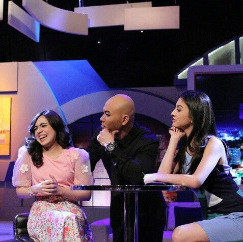 Questions of life 141112 I love this episode... When deddy asked her your mom never known if you? The answered is 'dibelai mas deddy' Hahahhaah..n ofc deddy said never do that but raline said 'I believe that' Deddy Corbuzier/desta? 'Deddy corbuzier Hitam putih/siaran radio? 'Hitam putih' Slept between ghost/deddy corbuzier...samping om deddy corbuzier dong thats her answered...ofc all of the people on the studio smile n laugh...raline said both of you have a true love^^ This show live at…