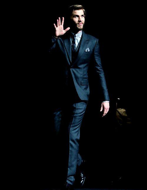 Liam Hemsworth Liam Hemsworth Liam Hemsworth Hemsworth Y Josh Hutcherson