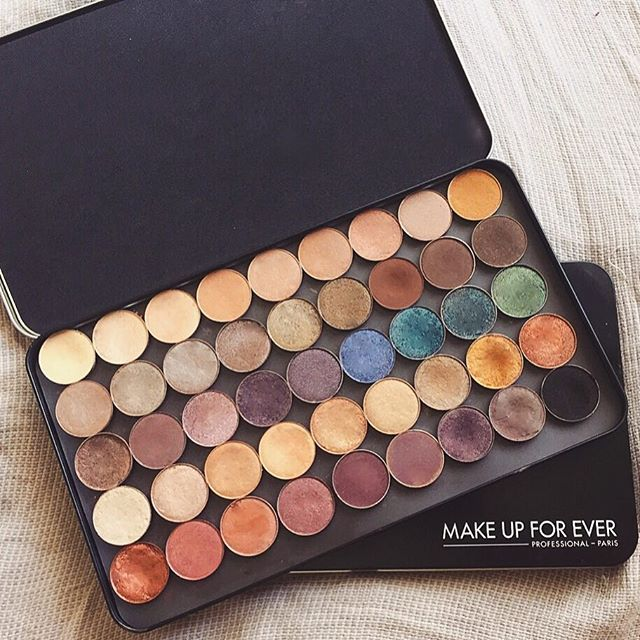 These Make Up For Ever empty palettes are incredible! They're much larger than any Z Palette + way more durable and cheaper! They're metal, extremely sturdy and easy to clean I purchased mine from @mediamakeupaustralia for $17!! Amazzzzing
