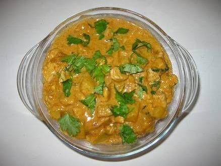 Smakelijk Thais kip gerecht met rode curry en kokos.  Een video instructie van dit recept vind je in http://www.kokenmetdorus.nl/rcpt_kip_curry.php  Meer...