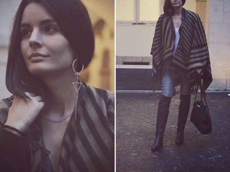 jeans, T-shirt, bag, earring: Zara, leather jacket: Asos, poncho: Stradivarius, boots: Humanic
