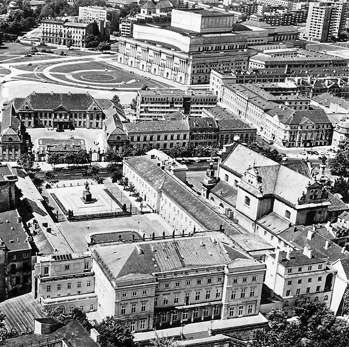 Pałac Namiestnikowski - ul. Krakowskie Przedmieście - Teatr Wielki, lata 50./60.  (fot. Edmund Kupiecki)