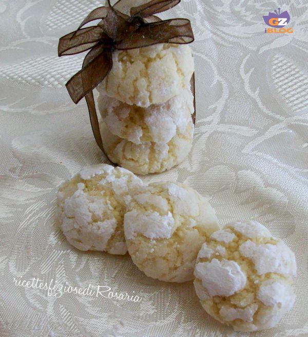 I biscotti morbidi al limone sono un altro dei tormentoni del web, mi hanno incuriosito molto e li ho voluti realizzare apportando qualche modifica........