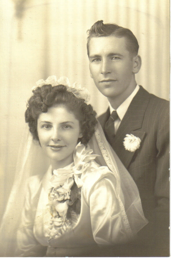 Georgine and Douglass: 1941  http://amountainbride.blogspot.com/2009/03/real-life-1940s-wedding-portraits.html