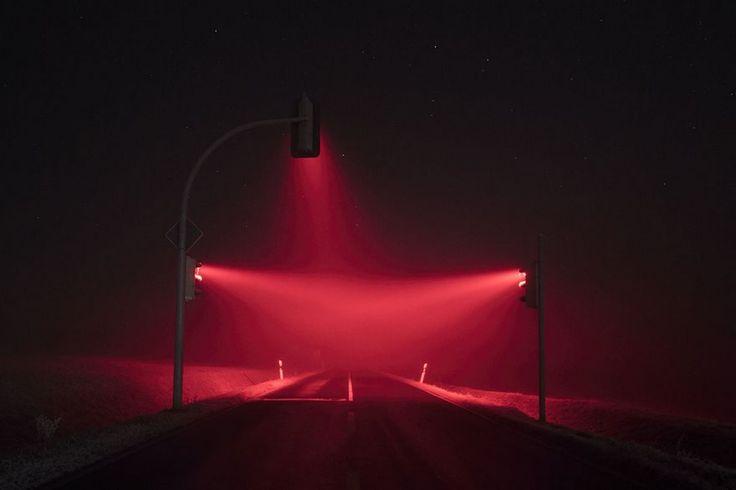 Fotos de larga exposición de semáforos en la niebla, por Lucas Zimmermann