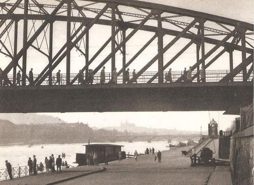 Železniční most, náplavka, 60. léta