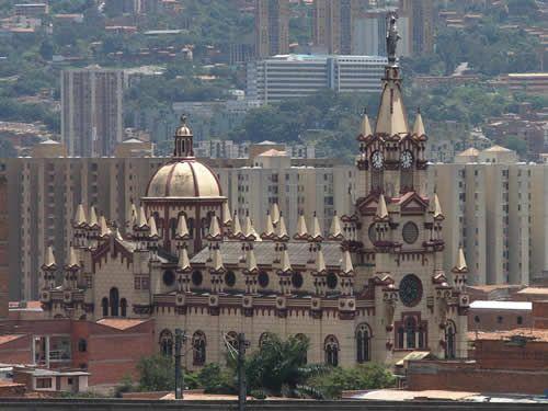 medellin+colombia+turismo | La vida cultural siempre está presente con museos y teatros de ...