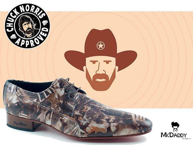 Een 'roundhouse kick' met deze schoenen en onze geliefde Texas Ranger had elke bad guy gevloerd!  De Chucks, comfortabele leren schoenen uit voorraad leverbaar! Makkelijk schoon te houden dus ideaal voor de herfstachtige dagen. Prachtig met bijpassende riem! Eat your heart out Trivette! Deze schoen is alleen voor de echte McDaddy  Fact: Chuck Norris once kicked a horse in the chin. Its descendants are known today as Giraffes.  Ze zijn hier te bestellen: http://mcdaddy.nl/de-chucks.html…