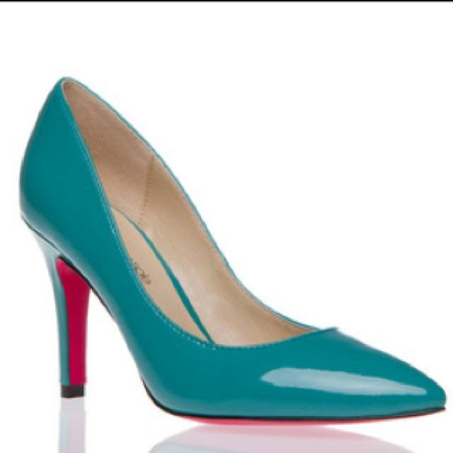I just got these in Nude. Now I'm thinking I need the turquoise ones.....