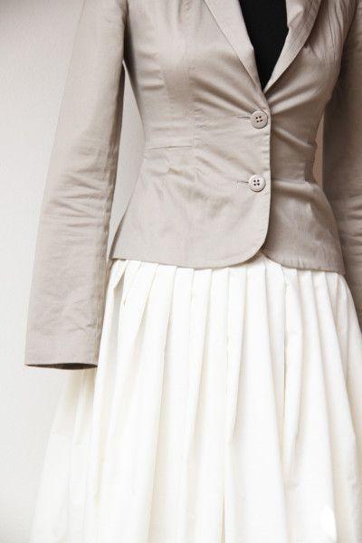 Kolová smetanová sukně