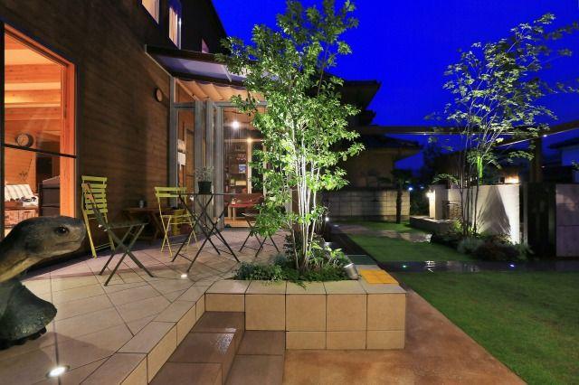 異彩を放つ夜の姿。ご近所様への心遣いもプラスしたトータルライティング。 #lightingmeister #pinterest #gardenlighting #outdoorlighting #exterior #garden #light #house #home #thoughtfulness #night #心遣い #夜 #エクステリア #照明 #家 #庭 Instagram https://instagram.com/lightingmeister/ Facebook https://www.facebook.com/LightingMeister