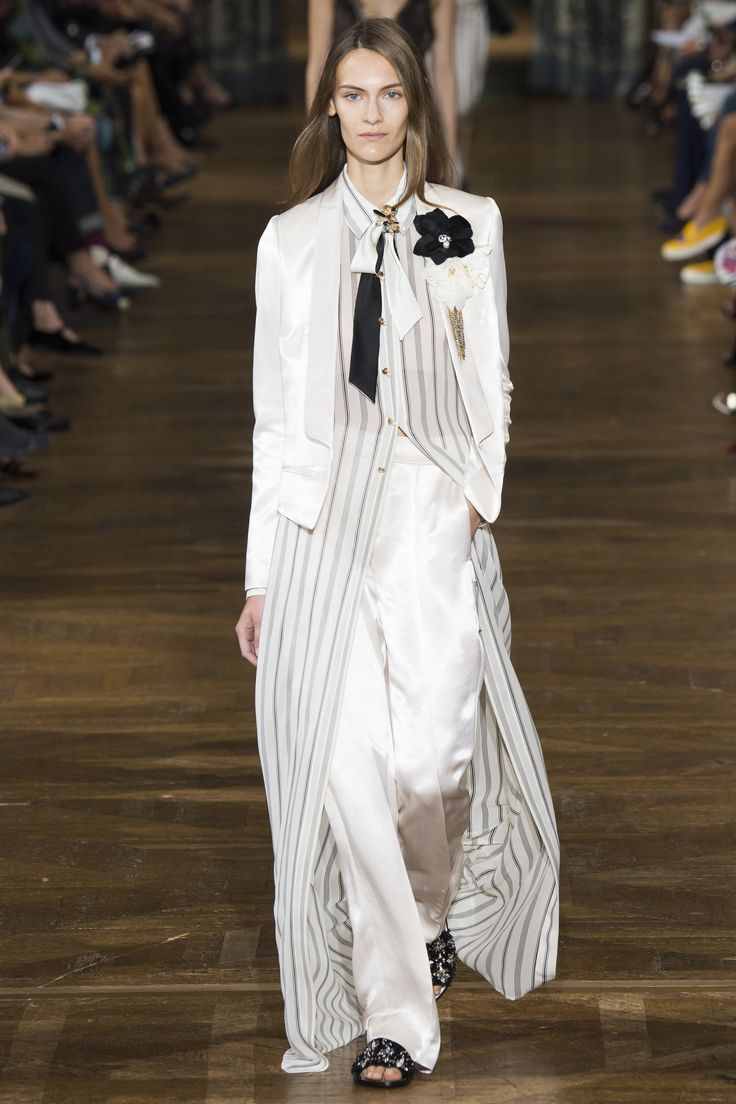 View the complete Lanvin Spring 2017 collection from Paris Fashion Week.