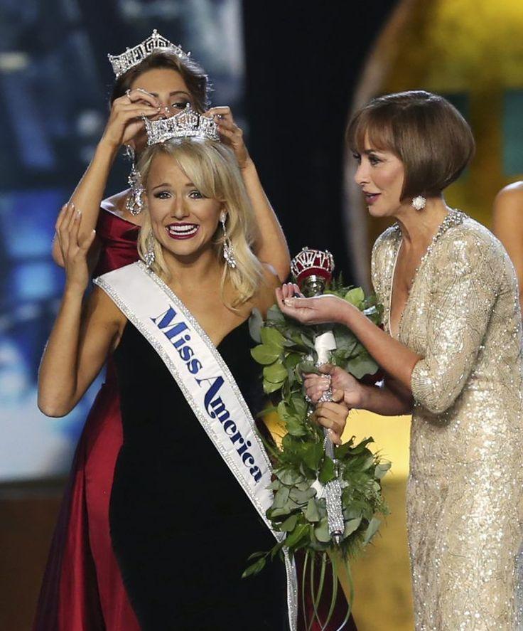Miss Arkansas Savvy Shields Is Crowned Miss America 2017