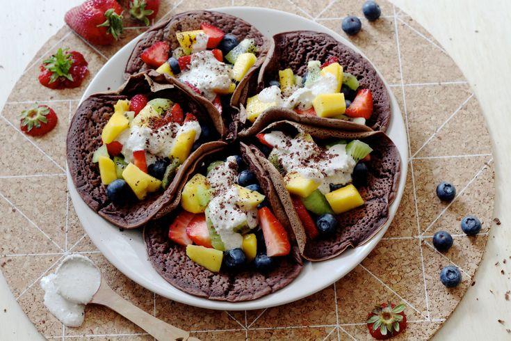 Vegan chocolade pannenkoeken met vers fruit en cashewcream. 1 woord: goddelijk.