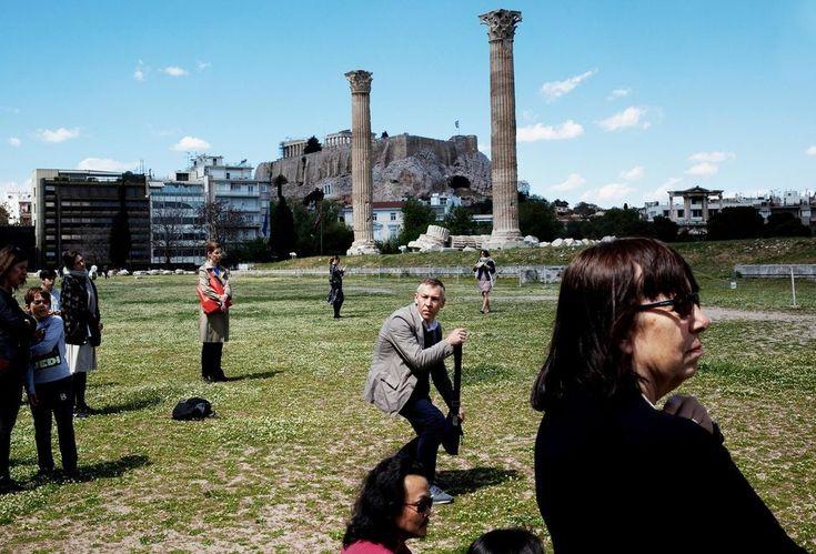 Le public assistant à la performance «My Sweet Country», de l'Allemand PrinzGholam au temple de Zeus, en contrebas de l'Acropole.
