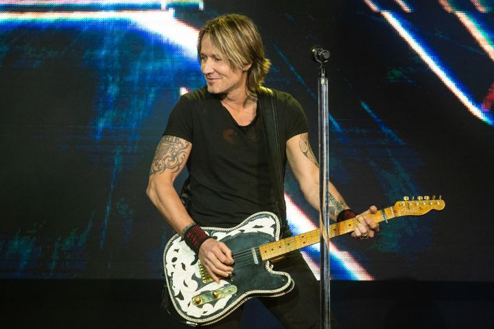 Keith Urban Is Putting A Country Twist On A Popular Country Influenced Hip Hop Song Lil Nas X S Country Rap Song Keith Urban Keith Urban Concert Hip Hop Songs