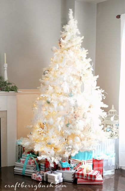 A White Christmas! Image from Craftberry Bush. #laylagrayce #holiday #christmastree