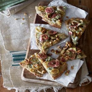 Pizza met gekonfijte ui, vijgen en walnoten | Smaakmakend | recepten | eten | food | bionext