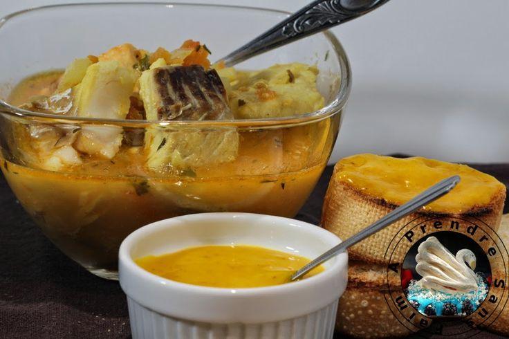 Sauce rouille pour bouillabaisse. Une recette simple de rouille qui n'est tout simplement qu'une sorte de mayonnaise aillée et pimentée au safran que l'on sert traditionnellement avec la soupe de poisson Marseillaise : la bouillabaisse. . La recette par A Prendre Sans Faim.