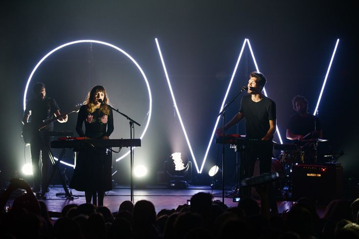 Review and photos from the Oh Wonder + Cleopold show at Corona Theatre in Montreal, Quebec on October 22, 2016.