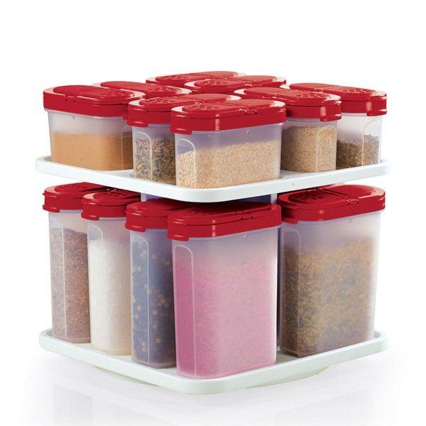 Contenant à épices avec carrousel/rouge vif:          Entreposez et saupoudrez tout ce que vous souhaitez, des garnitures aux mélanges d'épice fait maison.  Comprend huit petits contenants à épices de ½ tasse/125 mL et huit grands contenants à épices de 1 tasse/250 mL avec carrousel. Lavable au lave-vaisselle Garantie à vie limitée     Article :10124315000