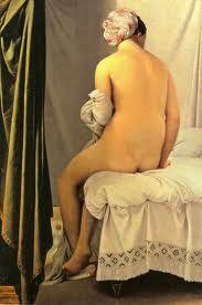 """Jean-Auguste-Dominique Ingres: """"La bañista de Valpinçon"""" (1808), uno de los varios desnudos femeninos que Ingres realizó. Pintado en óleo sobre lienzo, aparantemente este cuadro tiene poco que analizar: está la bañista desnuda, sentada sobre las blancas y arrugadas sábanas de la cama, junto a la que cuelga, a la izquierda en la imagen, un cortinón de color verde."""