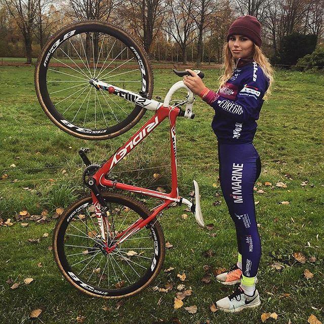 dutch cyclocross rider puck moonen and her ridley x fire