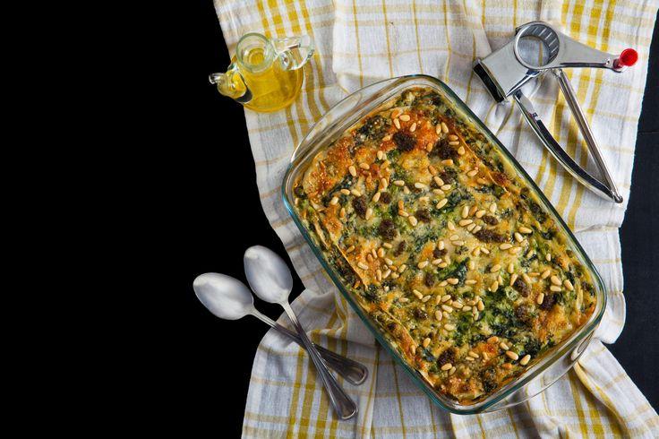 """Heute haben wir mal wieder ein richtig schönes Rezept für euch im Gepäck. Diese leckere, deftige Gemüselasagne ist so ein richtiges """"Comfort Food"""". Am besten mit der Familie oder guten Freunden zusammen genießen! :)"""