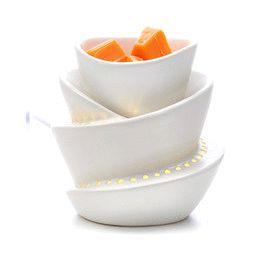 Diffuseur électrique ScentGlow™ Spirale - Détails : en céramique. Cordon électrique blanc. Haut. 11 cm.    Formes : pour galets Scent Plus™ Melts.