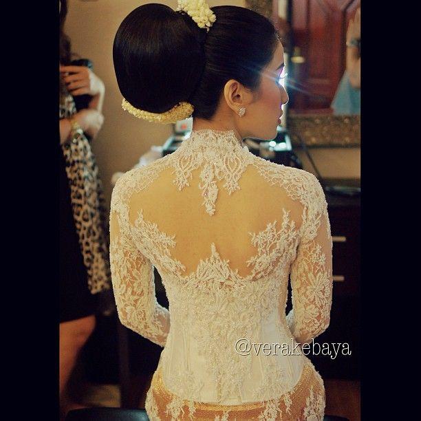 #akad #nikah #white #kebaya #wedding - verakebaya @ Instagram