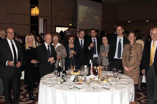 kavaklidere primeur 2015-Her yıl Kasım ayının üçüncü perşembesi geleneksel olarak düzenlenen Kavaklıdere bağ bozumu kutlaması, Ankara Hilton Otel'inde gerçekleştirildi. Başman Ailesinin ev sahipliğindeki davete çok sayıda yabancı misyon temsilcisi ve seçkin davetli katıldı. Konuklar, ikram edilen yiyecek ve içecekler eşliğinde koyu sohbetler etme imkanı buldu. -