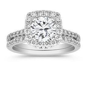 Most perfect ring in the world. Square halo with circle diamond. It should be on my left hand!