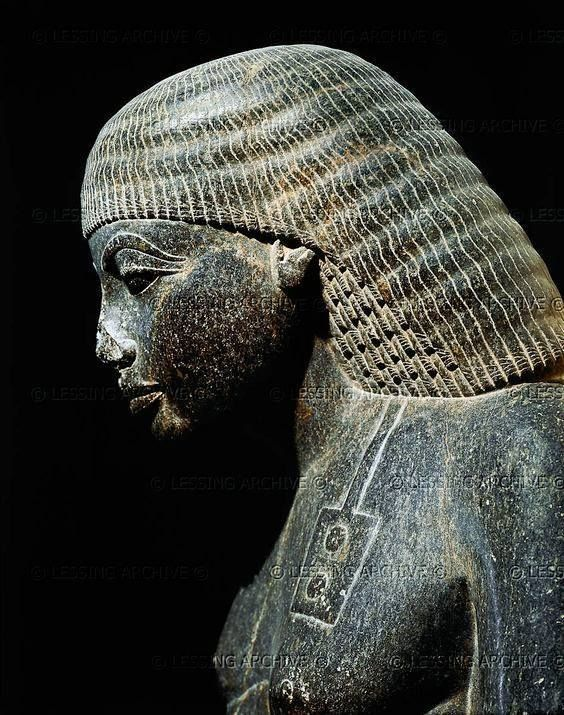 "the chaotic reign of akhenaten essay Art under akhenaten and nefertiti  this essay is respectfully  egypt was the great military power of the ancient world by the reign of akhenaten""s father."