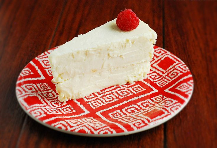 Keto Cheesecake - Moist, delicious and crustless cheesecake perfect for low carb and gluten free diets.