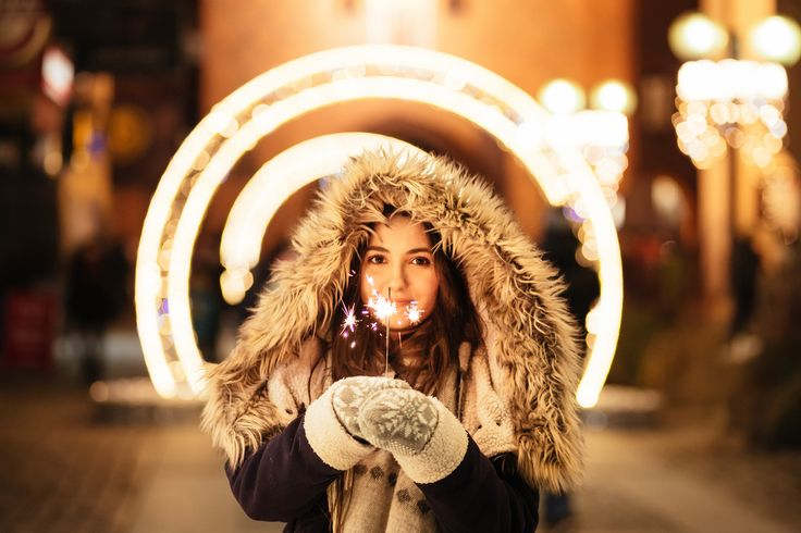 https://flic.kr/p/QiL67a | Girl holding a sparkler | Get more free photos on freestocks.org