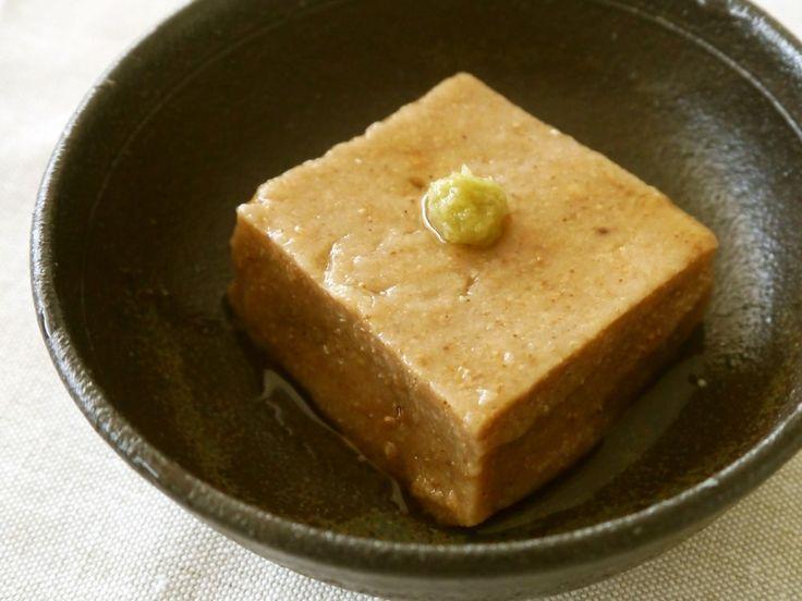 手作り金ごま豆腐     金ごまの濃厚なお味と香りがお口の中で広がる、つぶつぶごま豆腐です。