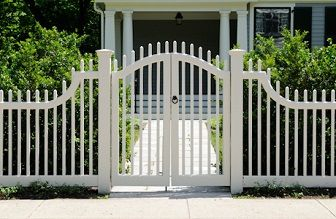 Front yard fence ideas come in various styles and materials. Front yard fence ideas have their own purpose so you have to think about your reason of building fences before thinking up on front yard fence styles.