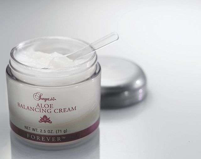 ALOE BALANCING CREAM Sonya® Aloe Balancing Cream contains aloe plus revitalizing extracts and advanced moisturizers. These rich ingredients will help maintain proper moisture balance and appearance of your skin. Used with Sonya® Aloe Nourishing Serum, your skin will feel soft, smooth, and hydrated like never before
