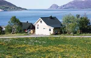 Åram (Sleeps 4, Rooms 2) - Noorwegen - RENT> 479.00 EUR    Gezellig huis in een rustige locatie met uitzicht over de zee en de eilanden. Vis en duikmogelijkheden, het is 2 km van het strand.    For more visit: http://www.greenwood.nl/book/details/37817